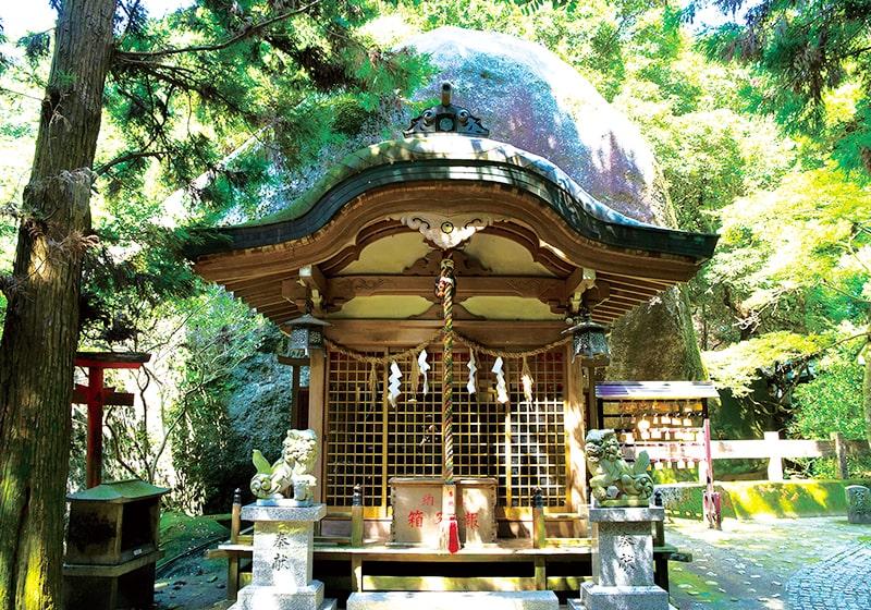 インディー・ジョーンズのような岩窟めぐりが冒険心をくすぐる磐船神社