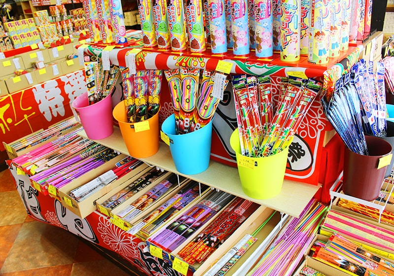 豊富な種類の花火を取り扱う三木直商店