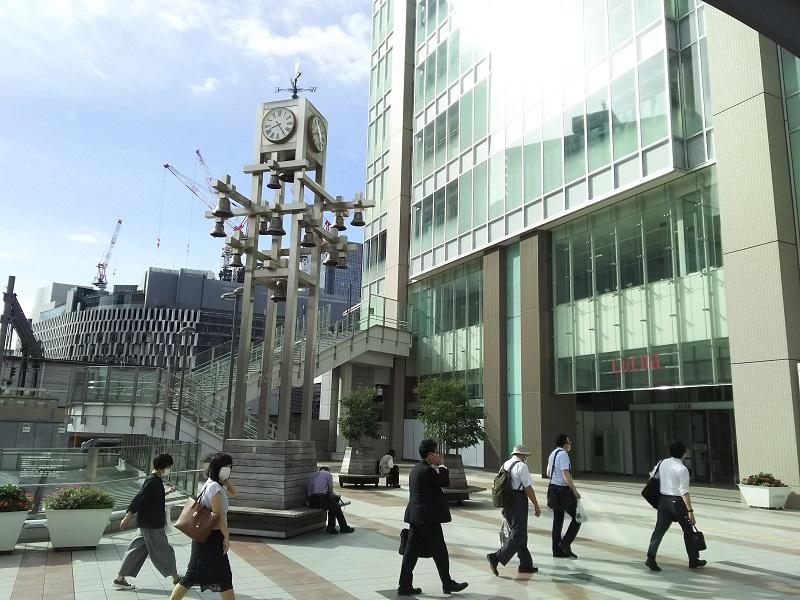 開放的な空間が魅力の待ち合わせ場所カリヨン広場