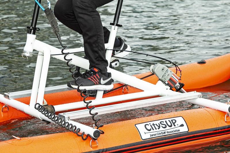水上自転車のペダルをこぐ感覚は通常の自転車とほぼ同じ
