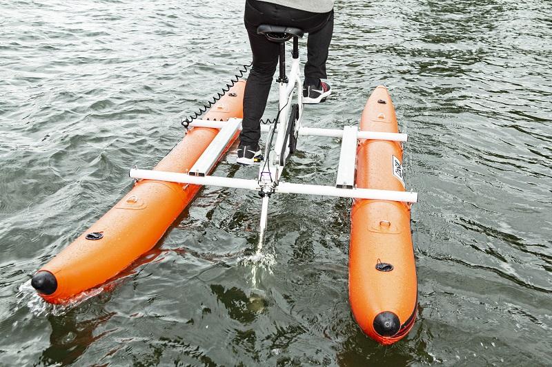 ペダルをこげばそれが推進力になる水上自転車