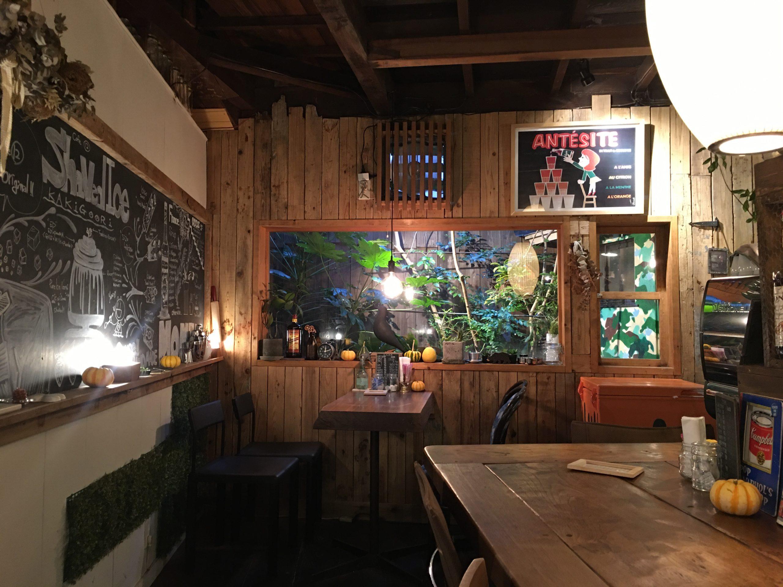 Cafe12の店内