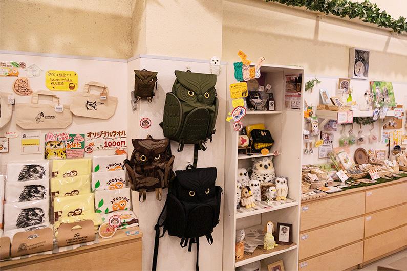 ふくろう雑貨が販売されているフクロウのみせの店内の様子