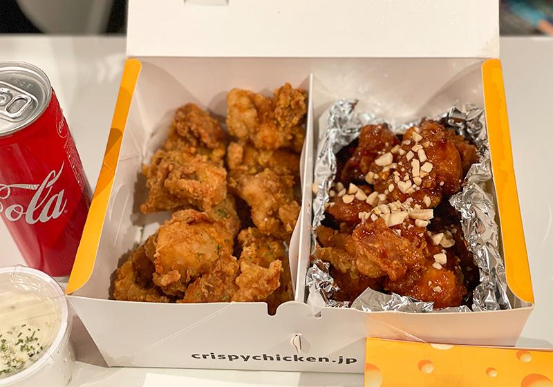 韓国チキン専門店クリスピーチキンアンドトマトのヤンニョムチキンと黄金チキンのハーフ&ハーフ
