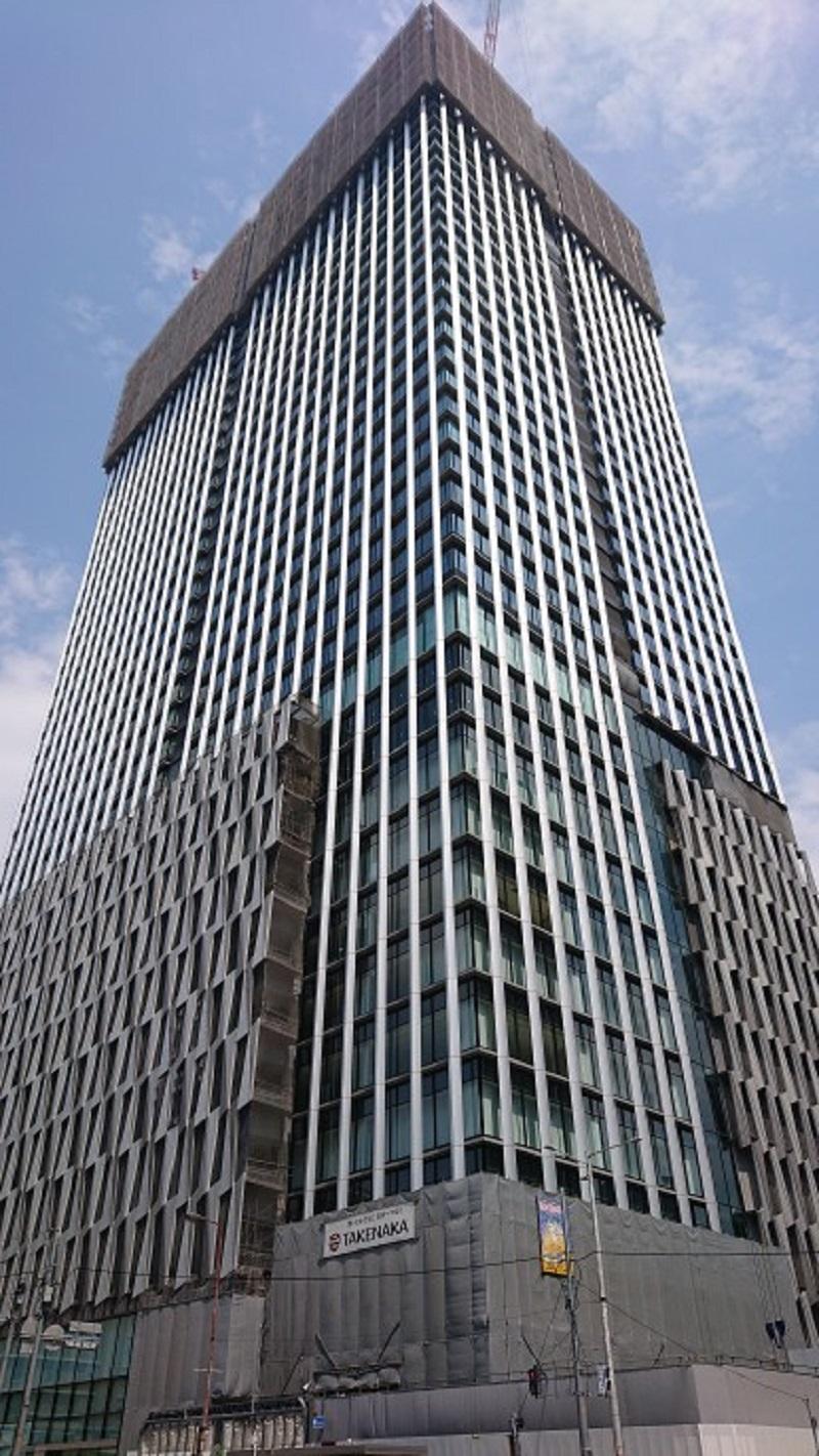 建設が進む38階建て大阪梅田ツインタワーズ・サウス