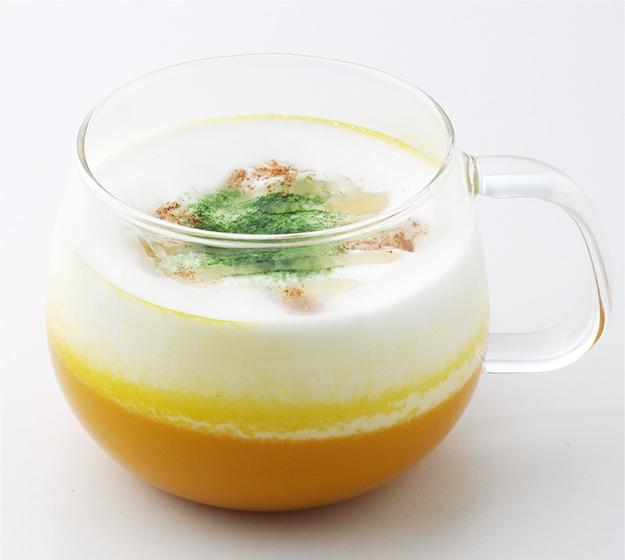ポタージュスープにムース上にしたミルクをのせた新感覚の「スープラテ」