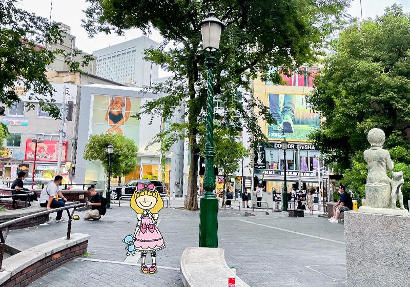 大阪アメリカ村の三角公園とクララ