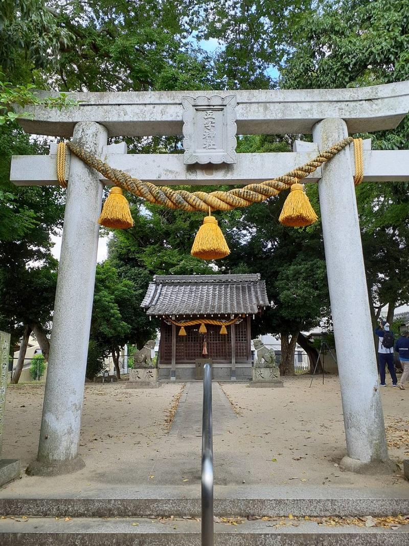 五字神社の鳥居と拝殿