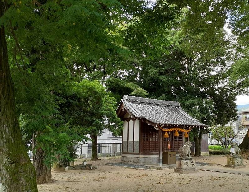五字神社の境内