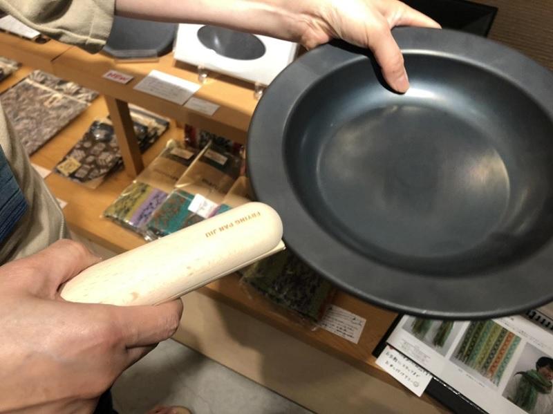 フライパンがそのままお皿になるフライパンジュウ