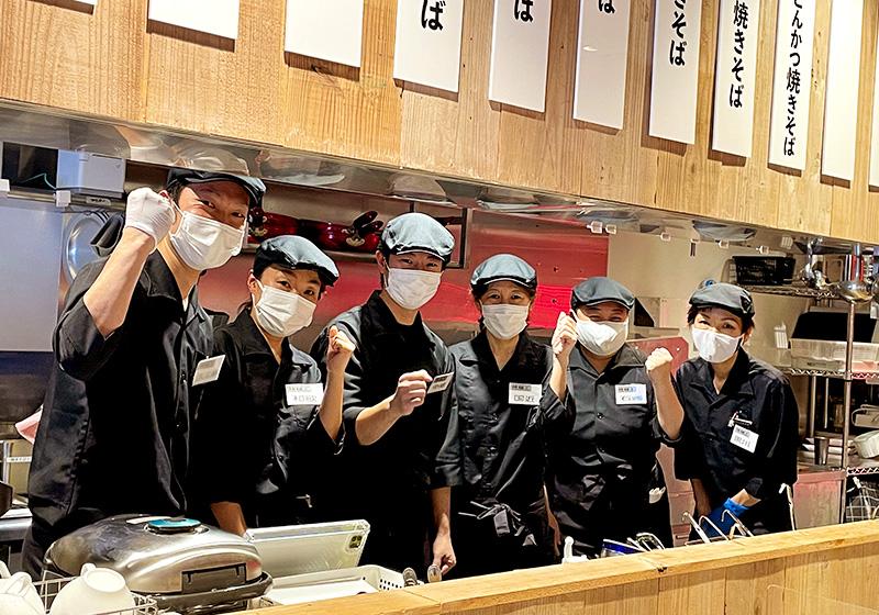 焼きそば専門店「焼麺王」京橋店のスタッフ