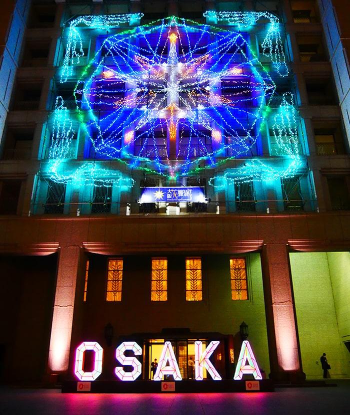 大阪市役所のイルミネーションファサード